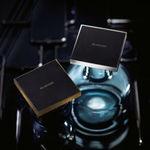 エレコム ケースを装着したまま充電できるQi準拠のワイヤレス充電器2モデル