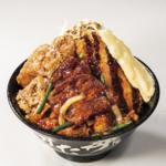 牛×豚×鶏「トリプルすたみな爆肉丼」総肉量290g