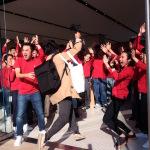 「Apple 川崎」がついにオープン! 1600人超が並ぶ 店員の賑やかさが大