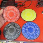 カラフル4色! スマホを充電できる小さな「魔法陣」の新モデル