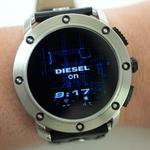 ディーゼル人気スマートウォッチ「Axial」電力消費を抑える設定がある