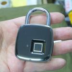 指紋で解錠できる3000円の格安スマート南京錠がアキバに登場