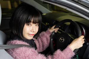 コスプレバイク女子・美環、初めての路上教習に悪戦苦闘
