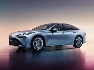 トヨタが燃料電池自動車「MIRAI」に新型登場!
