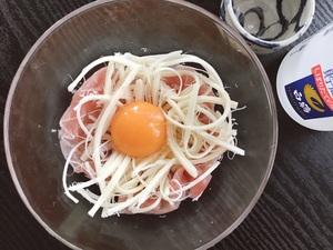 コンビニ食材でつくる生ハムユッケが美味しい!日本酒にも合う