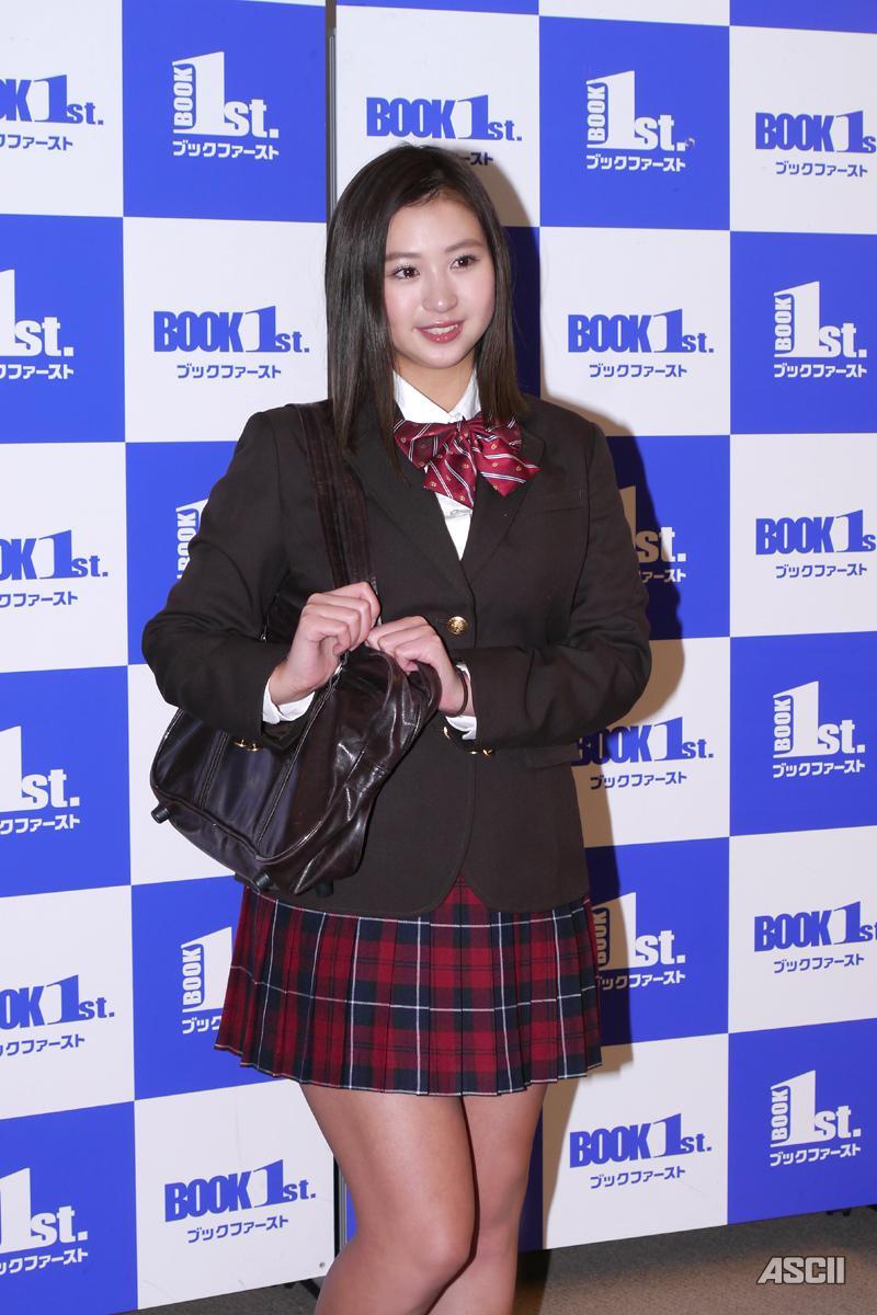 B85W60H87、「日本一可愛い女子高生」だった佐山彩香さんがグラビア引退で制服姿を披露 YouTube動画>1本 ->画像>147枚