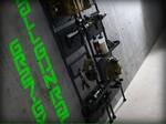 部屋中のサバゲー装備を収納できる、突っ張りタイプのガンラック