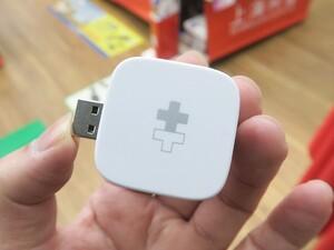 スマホを充電しながらデータを自動でUSBストレージにバックアップできる「Hyper+Cube」