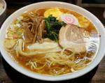 光来(東京・新宿) コスパいい、美味しいラーメンと鶏カレー丼