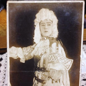捨てようとした箱が実は宝箱!? 70年前の宝塚歌劇団の写真が続々─見出しで楽しむネタ7本