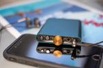 小型薄型で4.4mmバランスやMQAにも対応したポタアン「hip-dac」が本日発売、価格1万9800円
