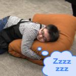 """ふっかふかな巨大な2本棒抱き枕に""""抱いて抱かれて挟まれて""""みた"""