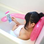 お風呂で手ぶらスマホを実現! バスタイムを充実させるスマホ用エアバスピロー