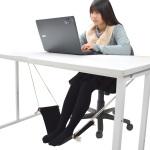 会社なのにハンモックで楽々! 机の下に置くハンモックでリゾート気分にひたる