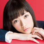 えっ、まだ中学生!大人びた雰囲気につい見とれてしまう優希美青さん - 表紙の人