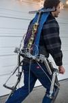 高校生が181キロ持ちあげられるパワードスーツを開発 『AJAX Exosuit』