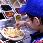 子供限定、ドミノ・ピザ体験教室が超楽しい!トッピングは盛り放題