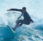 世界初、水陸両用のサーフィンスーツが登場!仕事の合間に波乗りだと!?