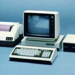 PC-8001に初代ウォークマンも!48年に及ぶなつかしいデジモノの歴史を辿る