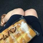 ナベコ、一週間ノーパン宣言。ロングクリームパンを食べたところ…:ナベコの取材日記