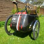 カーボン製自転車用サイドカーの激モテアイテムぶりにたじろぐ
