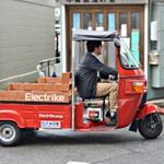 次の野望はインドから世界へ 19年ぶりの国産自動車メーカーの三輪EV車に乗ってきた by 遠藤諭