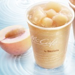 マックカフェで桃がゴロっとのった『桃のスムージー』発売