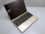 12インチMacBookに超フィットする赤い皮!取り付けも取り外しも簡単すぎる