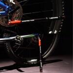 空気入れ+ライト+タイヤレバーの万能自転車スタンド登場