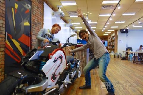 の バイク 実車 金田 【AKIRA速報】「大友克洋GENGA展」で金田バイクに乗れちゃうぞーっ! 写真もOK!