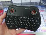 タッチパッドやL/Rボタン付きの両手グリップの小型Bluetoothキーボード