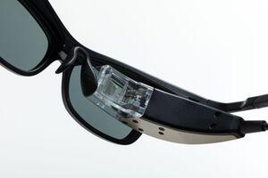 網膜に映像を描くデバイス「RETISSA Display II」の使い方を解説!