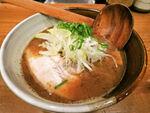 「濃厚豚骨魚介」を一大ブームへ押し上げた名店  渡なべ(東京・高田馬場)