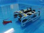 操作は簡単、水深300mで自在に動く水中ドローンを体験してきた