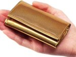小銭やカード、お札を収納できるコンパクト財布