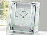 セイコークロック、天然の白大理石を使用したギフトに最適な置時計
