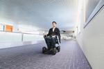 羽田空港で「WHILL自動運転システム」導入、搭乗口まで自動運転
