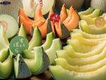 スイーツパラダイス「国産メロン食べ放題」メロンまるごと1玉提供