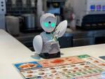 モスバーガー大崎店、分身ロボット「OriHime」の遠隔操作で接客する「ゆっくりレジ」を実験導入