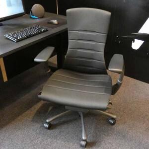 座れば座るほど実感する腰のフィット感、ハーマンミラー×ロジクールG「エンボディゲーミングチェア」は1日中座って仕事とゲームする今超欲しい