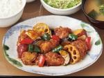 やよい軒「彩野菜と鶏の黒酢あん定食」新発売