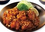 とんかつ「松のや」で人気の『油淋鶏定食』がこの夏も復活