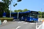 横浜を走る国産初の連節バス「ベイサイドブルー」はハイブリッドで快適!