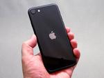 アップル「iPhone SE」売れすぎで弊害も