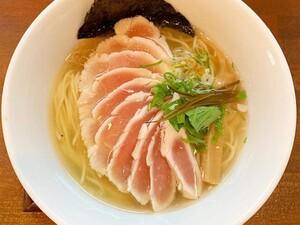 鶏のレアチャーシューが魅力的すぎる一杯には、波乱万丈の歴史が詰まっている! 麺ゃ しき(大阪府・守口市)【大阪の麺スタグラマーによる「ラーメンの時間ですよ」】第13回
