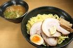 東京の名店「麺屋 武蔵」で修業を積み、故郷の北海道で、あえて東京スタイルのラーメン、つけ麺を提供し続ける「麺屋 武双(北海道釧路市)」