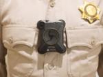 アメリカ警察払い下げのボディーカメラを体に装着するマウントがすごい!