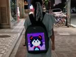 ピクセルアートで夜の街を闊歩できる「Pixoo Backpack」を衝動買い