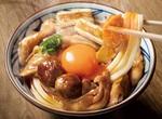 """【本日発売】丸亀製麺、新作「""""月見""""鶏すき焼きぶっかけうどん」"""