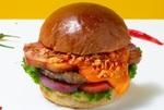 旨辛のチェダーチーズに肉汁がジュワ!ヴィレヴァンダイナーの限定バーガー